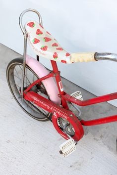 Vintage Strawberry Shortcake Bicycle.  I had one of these!! It was my first bike.