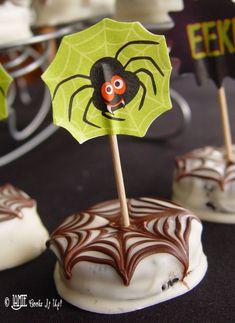 Chocolate Dipped Spiderweb Oreos from Jamie Cooks It Up! #halloweentreats, #spidercookies, #jamiecooksitup