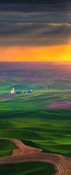 ๑ The Palouse country of eastern Washington, photo: Kevin McNeal