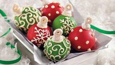 This Christmas add these cake ball ornaments to your dessert table! These treats feature Cheerios® cereal, Betty Crocker® SuperMoist® cake mix and frosting.