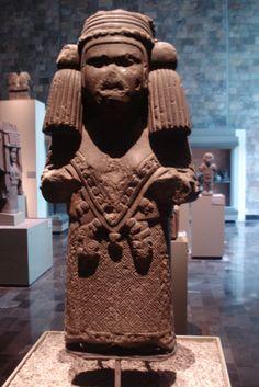 Monolito de Diosa Azteca (mexica)  Museo de Antropologia e Historia