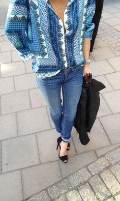 #womanswear #casual #style #denim #jeans #pants #black #sandal #heels #pumps #shoes #printed #shirt #outfit #fashion