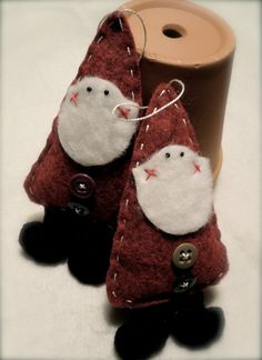 Adorable Folk Art Santa Ornament from ArtByGraceAnn @Etsy: $3.99 USD.