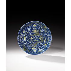 AN UNDERGLAZE-BLUE AND YELLOW ENAMELLED PORCELAIN 'DRAGON' DISH, CHINA, QING DYNASTY, KANGXI MARK AND PERIOD (1662-1722)