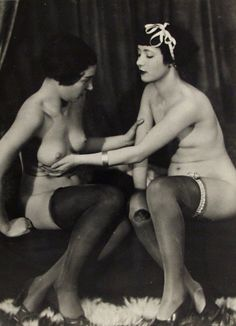 A little vintage lesbian experimentation for your viewing pleasure. Yes, that's a very cupable breast.