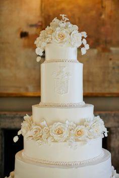 Photography: Kristyn Hogan | Cake: Dessert Designs by Leland