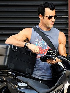 Justin Theroux http://www.people.com/people/gallery/0,,20629422,00.html#21213051