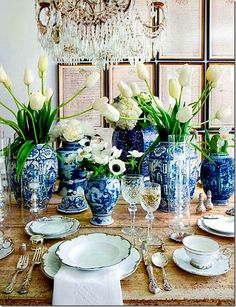 decor, dining rooms, table settings, white flowers, centerpiec, blue, ginger jars, white dishes, chinoiserie chic