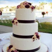 roses-on-wedding-cake.jpg