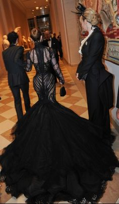 I'm DYING!!! over this Zac Posen dress worn by Christina Ricci at the Met Museum Costume Institute Gala