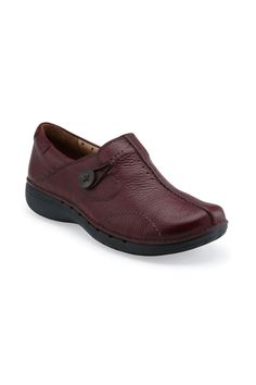 Clarks Un Loop Casual Shoe In Burgundy -