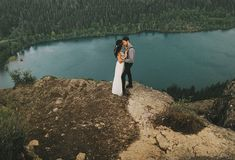 lake elopement. Freaking holy cow. I want to get married here. I want to elope. That would be WONDERFUL.