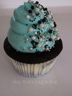 Superb   Blue icing with pearl decoration for a very simple bay shower cupcake