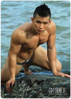 Muscular Asian hunks Chinese bodybuilder 4