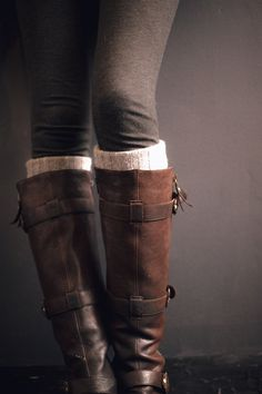 Dark grey leggings, leg warmers and brown boots.
