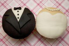 groom & bride cupcakes