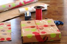 Wrapping Paper that Kids Can Decorate Themselves - this is an easy way to involve kids in your holiday plans.