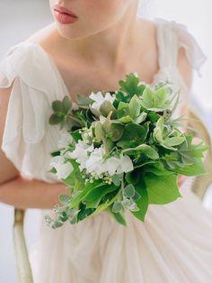 Green & white bridal bouquet #bouquet