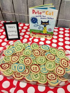 Pete the Cat party - groovy button cookies