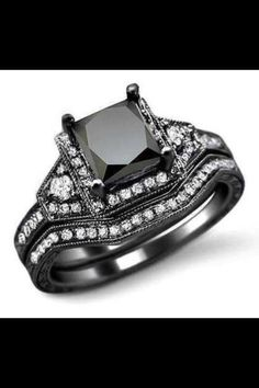Kinda love this ring cause its unique!!