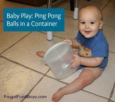 Contenedor con pelotas duras. Baby Play: Ping Pong Balls in a Container