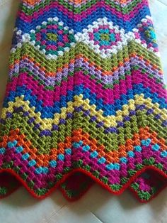 Great design for granny squares!  crochet throw!   you start with the grannies and grow out....love it!