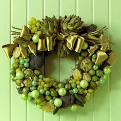 Veggie Lover's Wreath: http://www.midwestliving.com/homes/seasonal-decorating/beautiful-holiday-wreaths/page/33/0