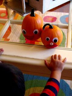 holiday, pumpkin decorating for kids, halloween decor, carving pumpkins, googly eyes, decor pumpkin, eye pumpkin, fall craft, goog eye