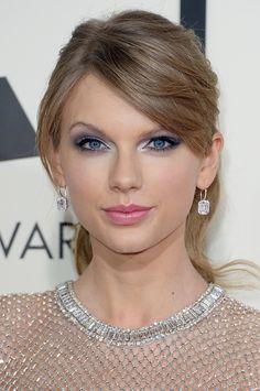Taylor Swift's shining silver eye makeup at the Grammy Awards