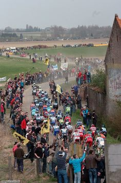 Crowds everywhere at Paris-Roubaix #ParisRoubaix