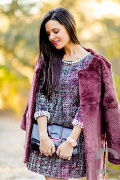 Abrigo de pelo burdeos Crimenes de la Moda - burgundy fur coat Furia Madrid - vestido lady Sheinside tweed dress - reloj Michael Kors watch - bolso Lottusse handbag