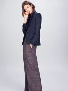 Wide-leg pants look something fierce on Karlie Kloss - perfect for Fall!