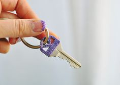 Differentiate your keys with this easy custom glitter technique!