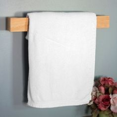 Antibacterial and resistant to mold, this hinoki towel holder is the perfect addition to your bathroom.
