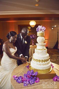 Gorgeous gold wedding cake Keywords: #goldweddings #goldweddingcake #inspirationandideasforgoldweddingplanning #jevel #jevelweddingplanning Follow Us: www.jevelweddingplanning.com www.pinterest.com/jevelwedding/ www.facebook.com/jevelweddingplanning/ https://plus.google.com/u/0/105109573846210973606/ www.twitter.com/jevelwedding/