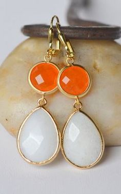 Orange, Gold + White. Loving these colors together!