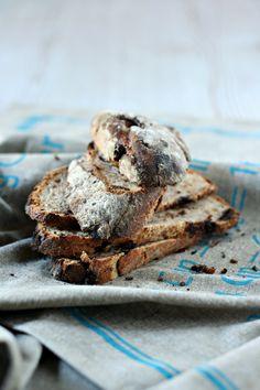 Pane dolce di segale con nocciole e cioccolato di Modica al sale