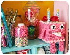 cake buddy tissue box holder