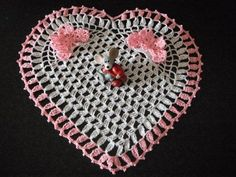 how to crochet heart doily with 3D butterfly free pattern tutorial - Media - Crochet Me