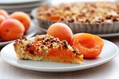 This apricot tart goes beautifully with an Easter brunch buffet #easter #recipe