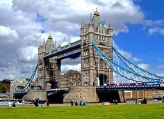 Travel Tips - Things to Do in London such as visit the Tower Bridge. More on the blog!