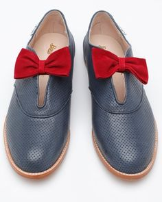 Alice with bows .red