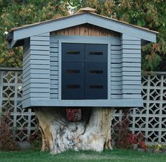 A sturdy maple tree stump serves as a foundation for a modern tree house. Image by Howard Pruden. via gardenista