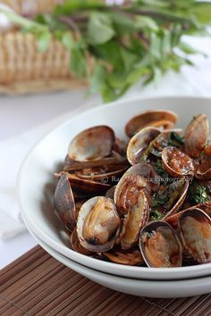"""Spicy Clams in Thai Roasted Chili Paste --  Hoy lai ped literally means spicy clams in Thai. It is very easy to prepare and you need only a few key ingredients: Thai roasted chili paste or """"nam prik pao,"""" fresh basil leaves, and bird's eye chilies #seafood"""