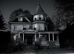 Google Image Result for http://1.bp.blogspot.com/_mmBw3uzPnJI/SWz4EPi63-I/AAAAAAAAfZQ/ARnWtkolI0I/s400/Creepy-Houses-04.jpg
