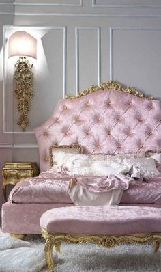 Pink bedroom ... Very pretty !!