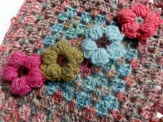 how to make these wonderful puffy crochet flowers!