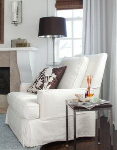 Design Tip: White slipcovers make decorative pillow pop! #home #design #decor