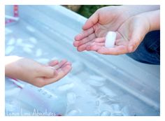 Simple Sensory Play | Icy Sensory Bin. The what, the why and How of Simple Tactile Play. Fantastic Summer Sensory Play! #sensoryplay