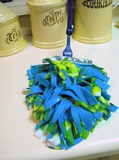DIY washable and reusable Swiffer duster refill from part of a fleece remnant.  No machine sewing.  Instructions on site, with links to more formal machine-sewn tutorials.  Reduce, reuse, recycle!